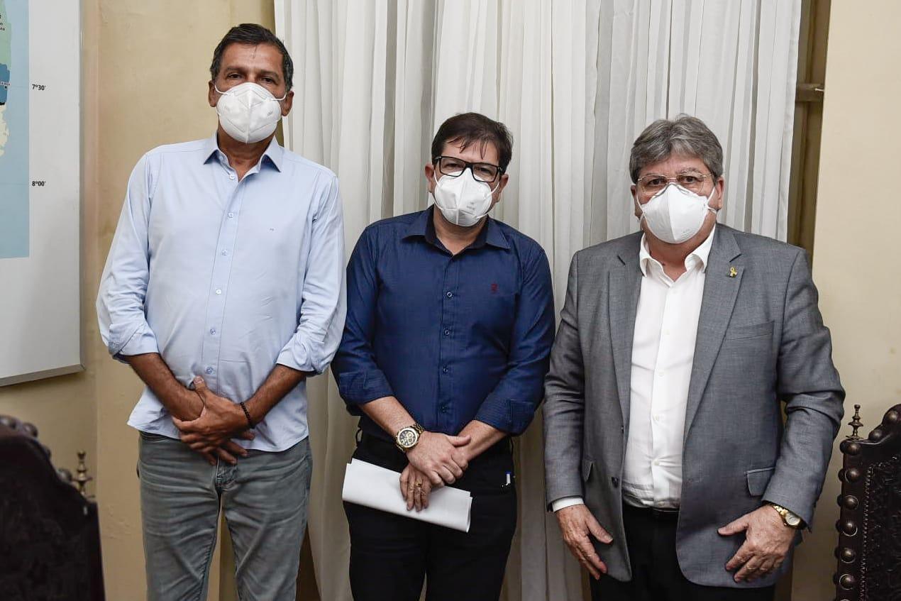 Prefeito de Solânea participa de audiência com o Governador João Azevêdo.